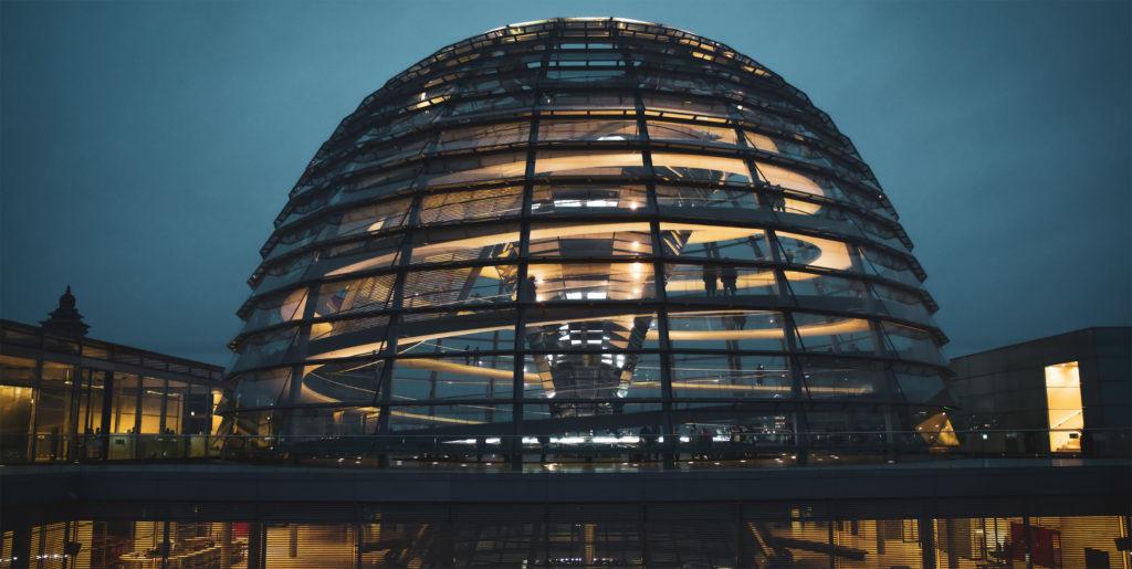 Reichstag, sede do Parlamento Alemão, exemplo de arquitetura bioclimática