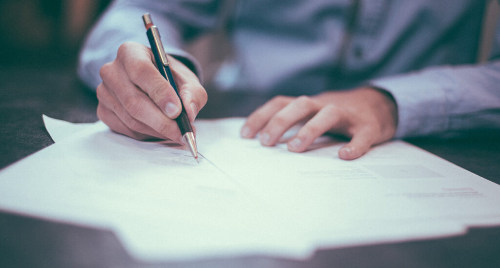 Assinatura de contrato.