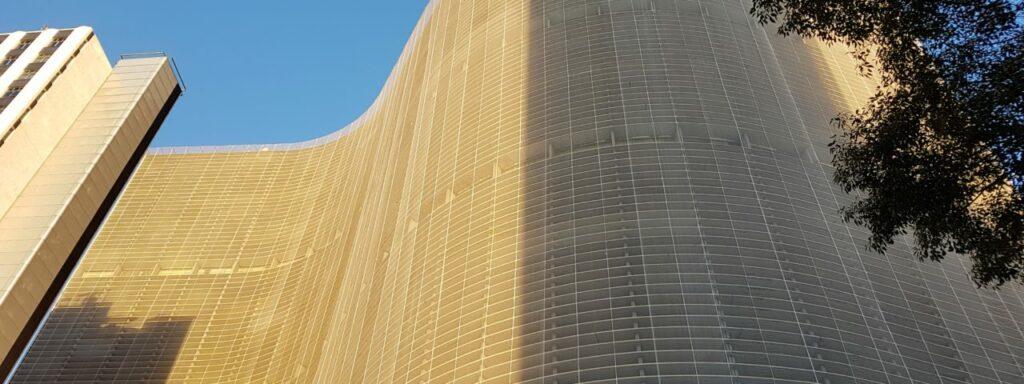 Edifício Copan de Oscar Niemeyer com brises.