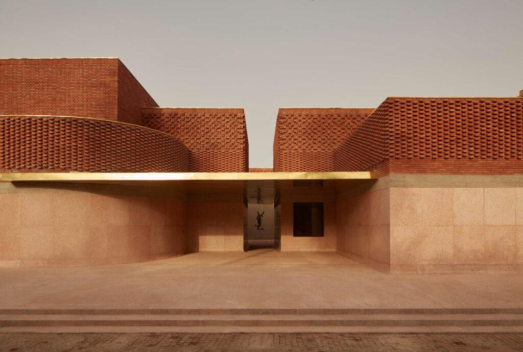Museu Yves Saint Laurent exemplo de arquitetura bioclimática
